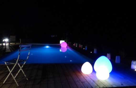 Bassins et piscines naturelles arrolimousin for Boules lumineuses piscine