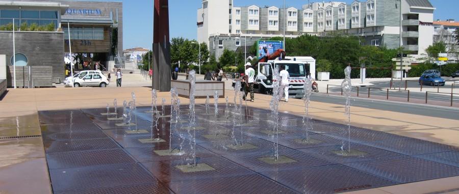 fontaine devant l'aquarium